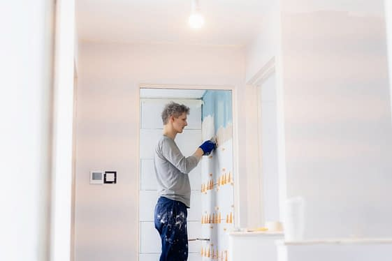 tiler-installing-wall-tile-at-home-young-man-laying-tiles-on-a-bathroom-wall-diy-do-it-yourself